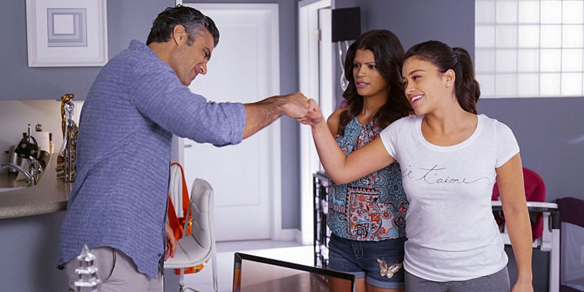 Jane the Virgin showrunner says we WILL learn who the mysterious narrator is
