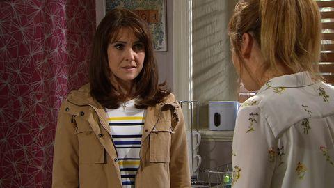 Emma Barton panics over Laurel Thomas in Emmerdale