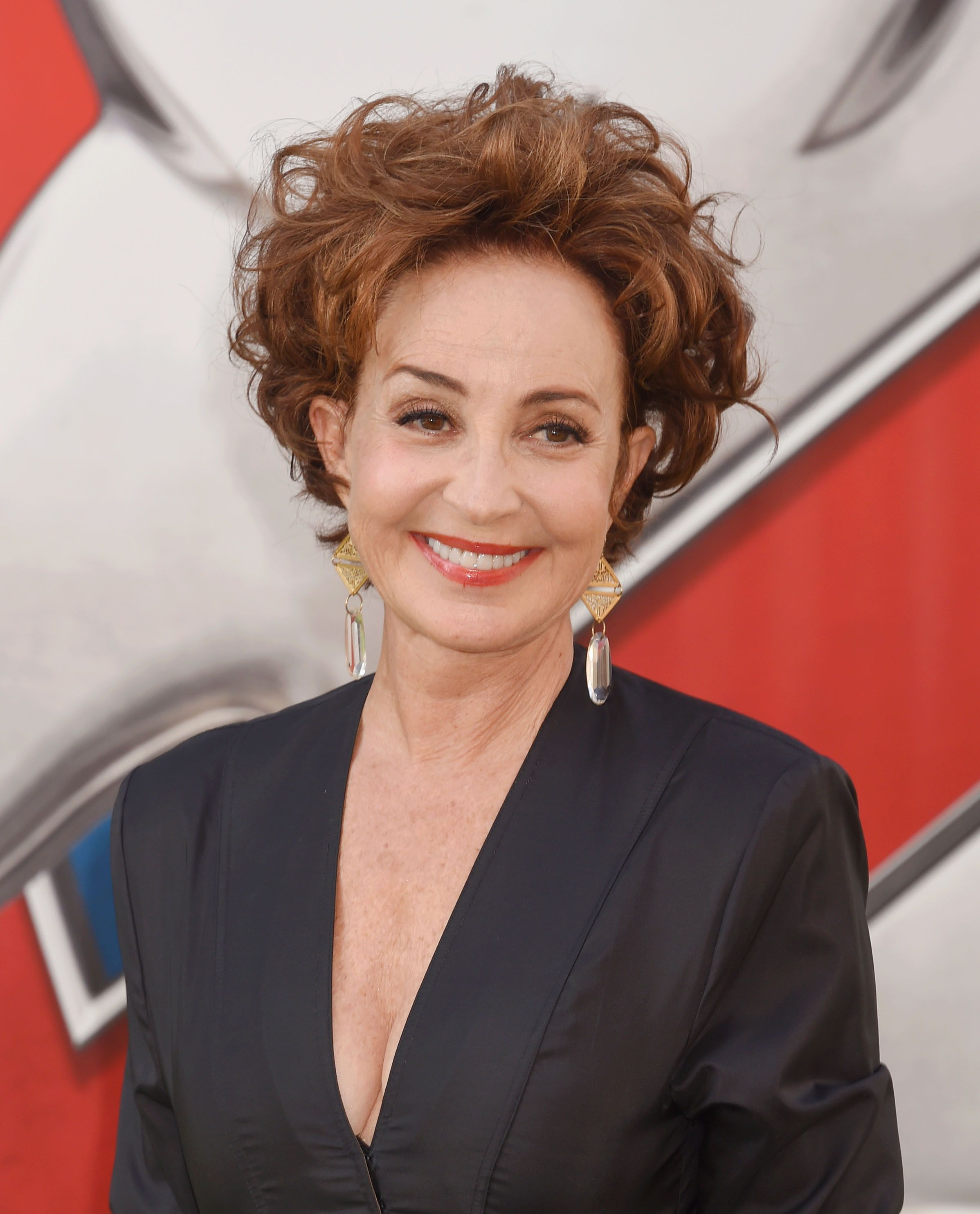 Young Sheldon Recasts Ghostbusters Annie Potts As A Clic Bang Theory Character