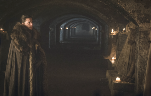 Game of Thrones, s7e2 'Stormborn': Jon Snow in Stark tomb