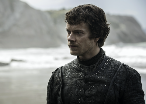 Game of Thrones s07e04: Theon Greyjoy arrives at Dragonstone