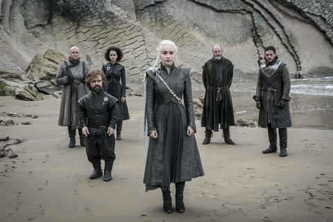 game of thrones s07e04 varys, tyrion, missandei, daenerys, davos and jon snow await the arrival of the ironborn