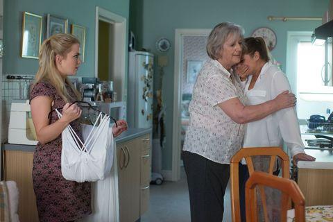 Lauren Branning breaks down over Steven's brain tumour in EastEnders