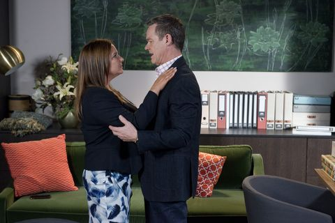 Terese Willis and Paul Robinson get passionate in Neighbours