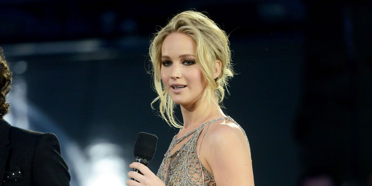 Jennifer lawrence stuns in #versace gown at Uk premiere of
