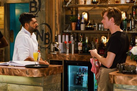 Daniel Osbourne tells Zeedan Nazir about his job woes in Coronation Street