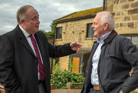 Eric Pollard catches up with Morris in Emmerdale