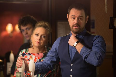 Mick and Linda Carter announce the pub's future in EastEnders