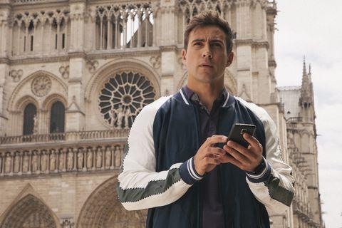 Matt Wilson (Aaron Brennan) in Paris in Neighbours