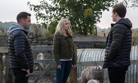 Aaron Dingle tries to warn Belle about Lachlan White in Emmerdale