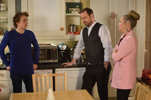 Mick and Linda Carter discuss the future in EastEnders
