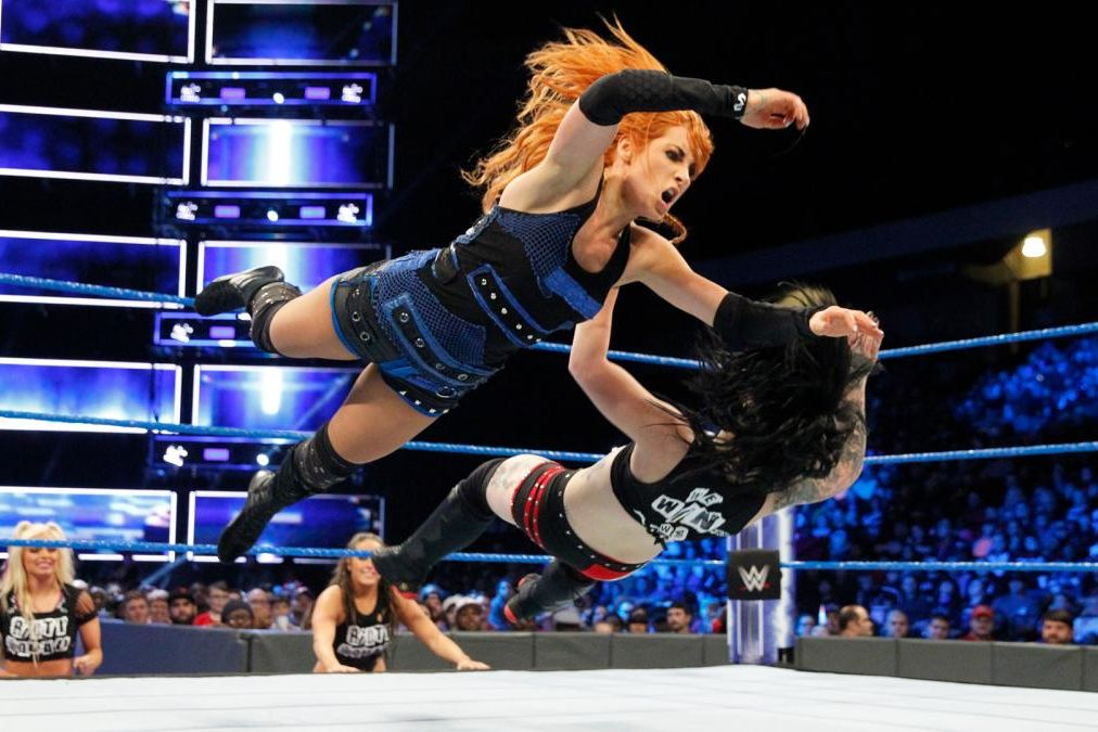 Becky Lynch takes on Ruby Riott on WWE SmackDown Live
