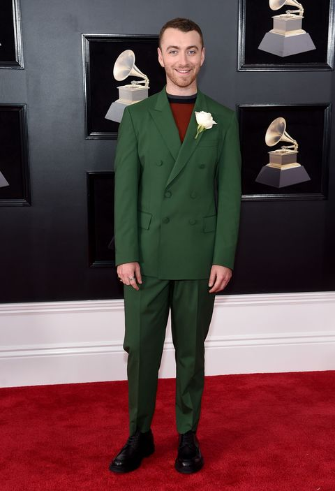 Suit, Red carpet, Carpet, Formal wear, Clothing, Tuxedo, Green, Flooring, Outerwear, Pantsuit,