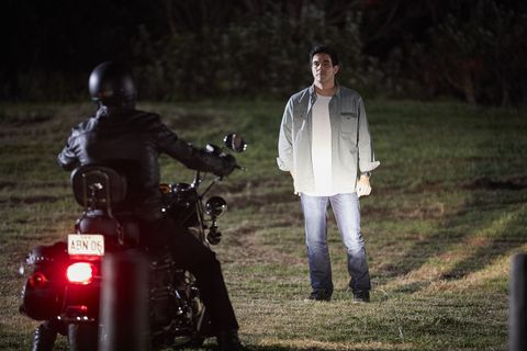 Justin Morgan confronts Boyd Easton and his men in Home and Away