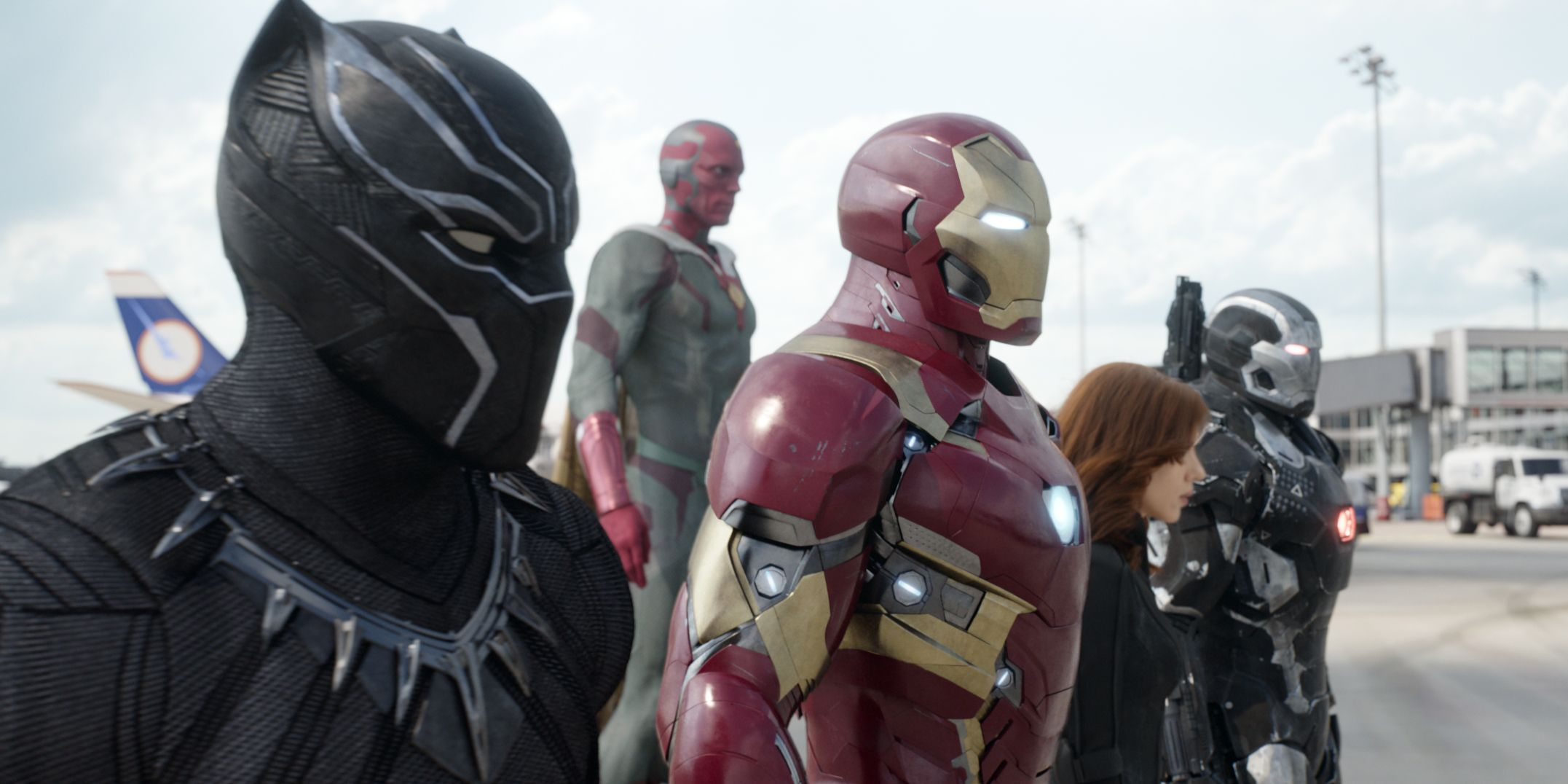Black Panther Vision Iron Man Black Widow War Machine Captain America: Civil War airport fight scene