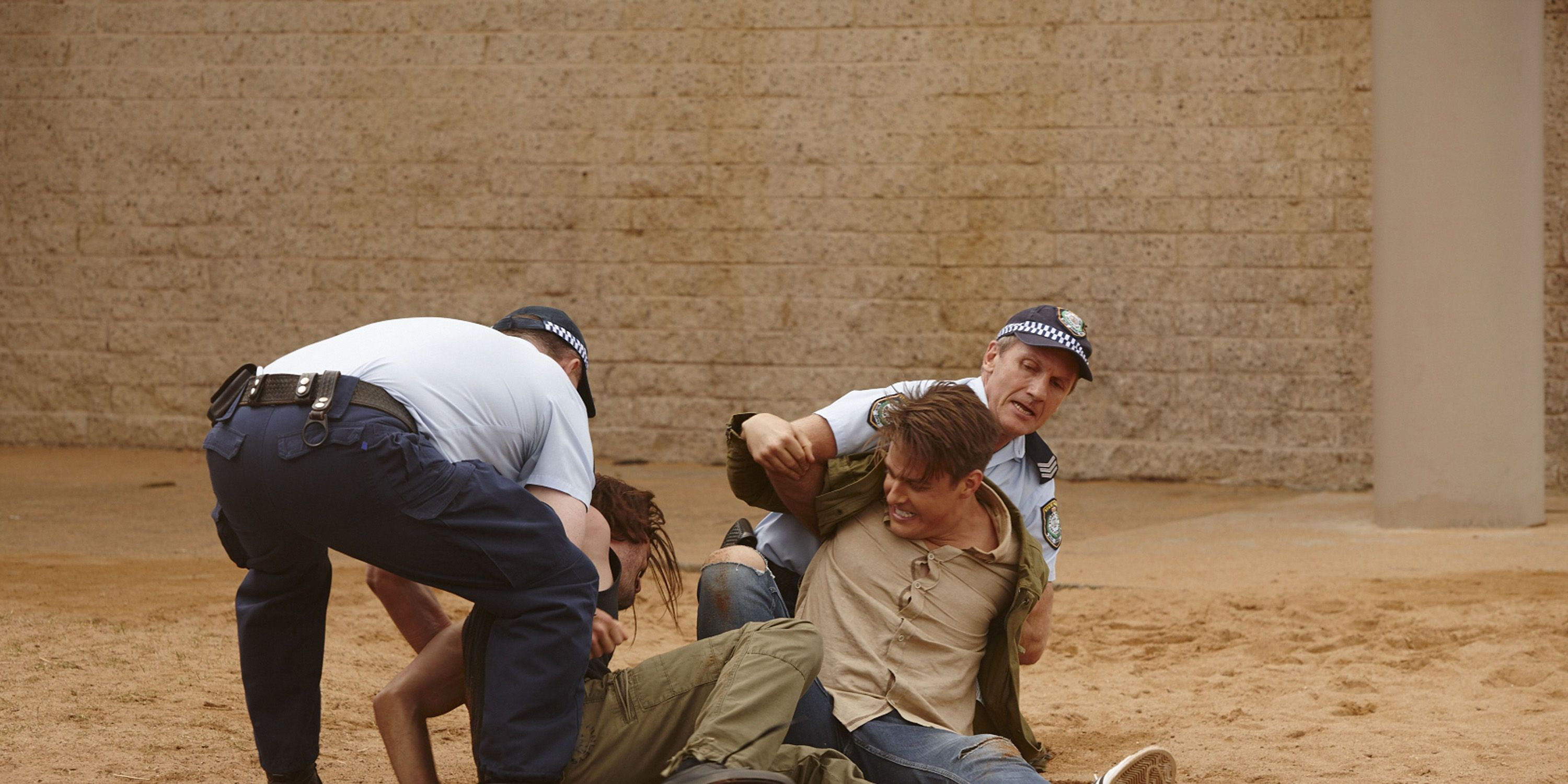 New cop Colby Thorne arrives and breaks up a fight in Home and Away