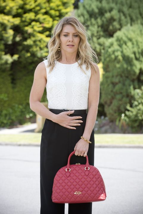 izzy hoyland may be pregnant in neighbours