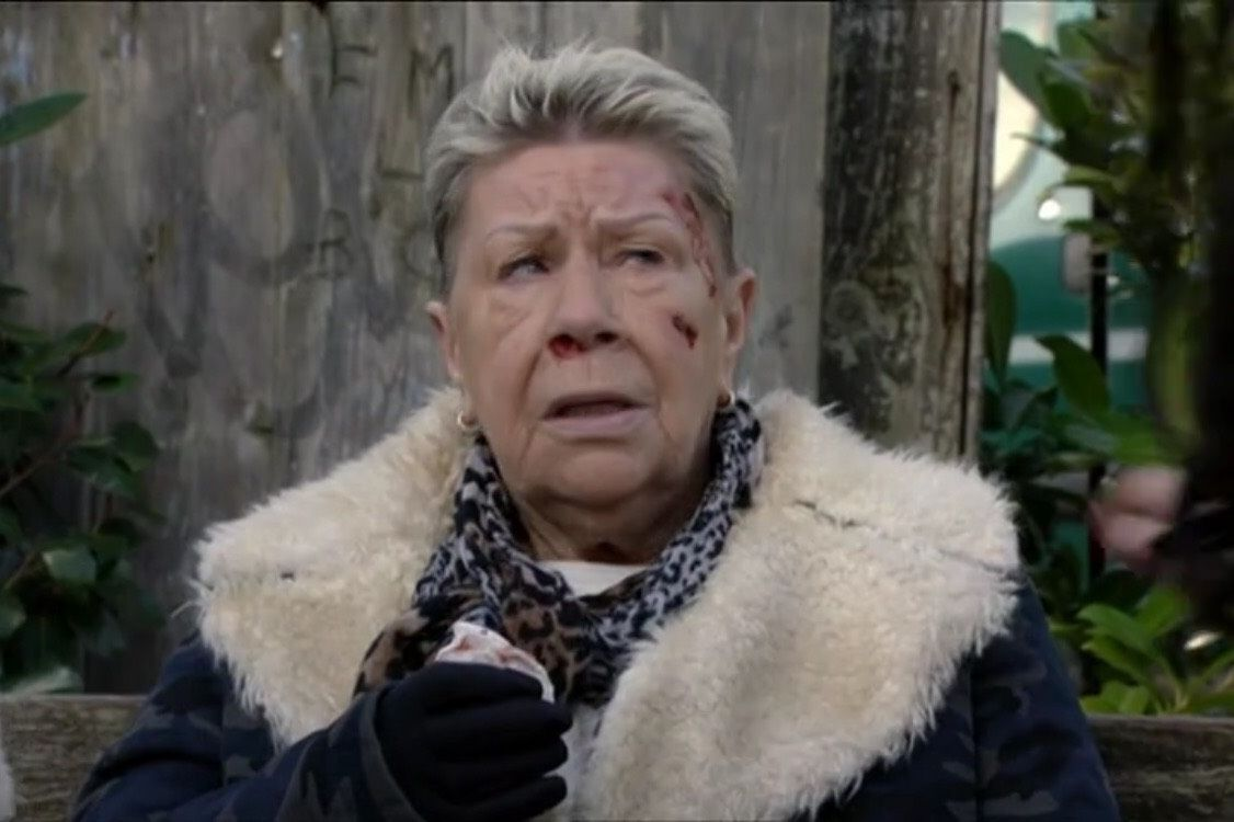 EastEnders 3/26/18: Big Mo attacked