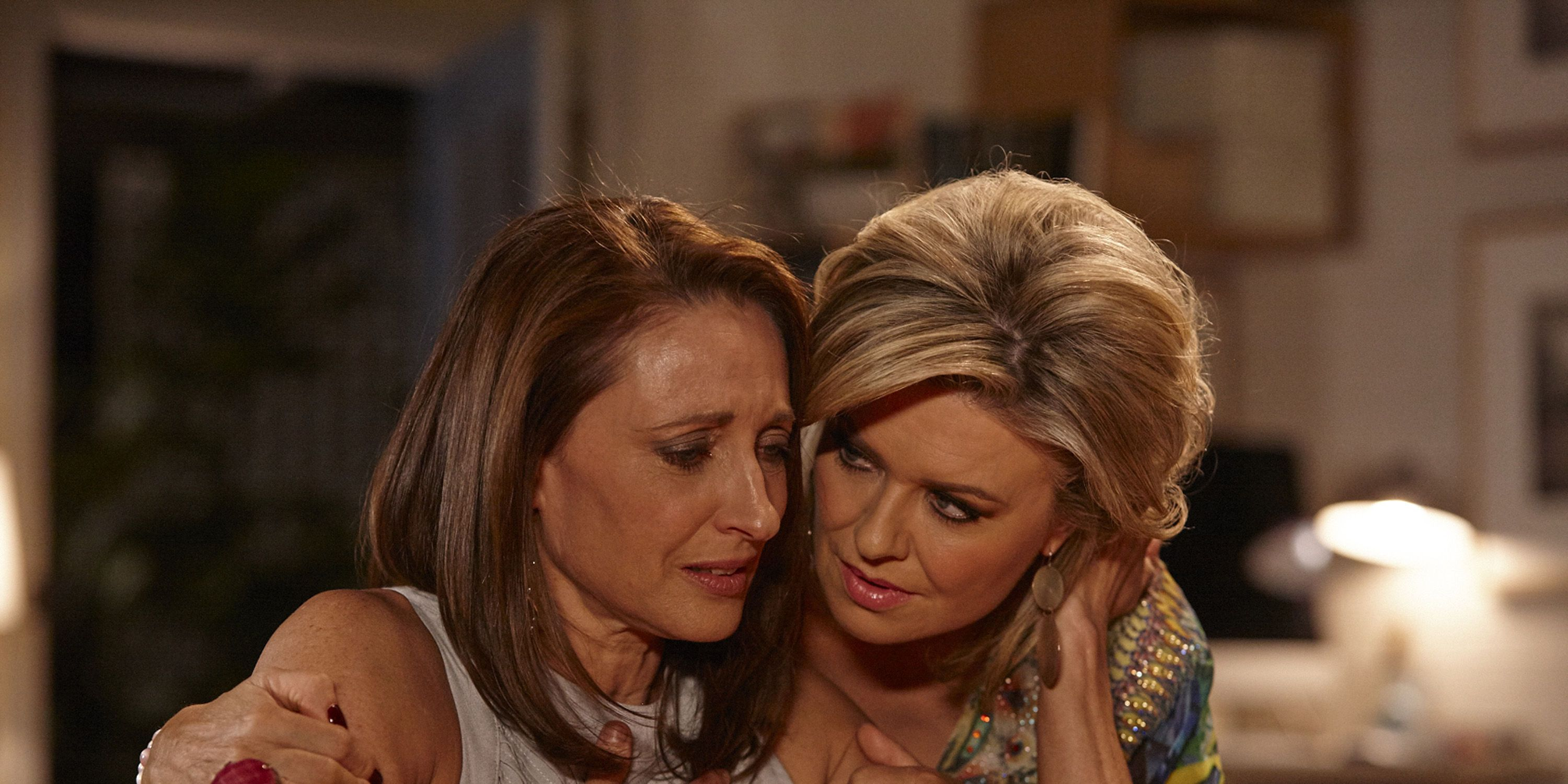 Roo Stewart breaks down in front of Marilyn Chambers in Home and Away