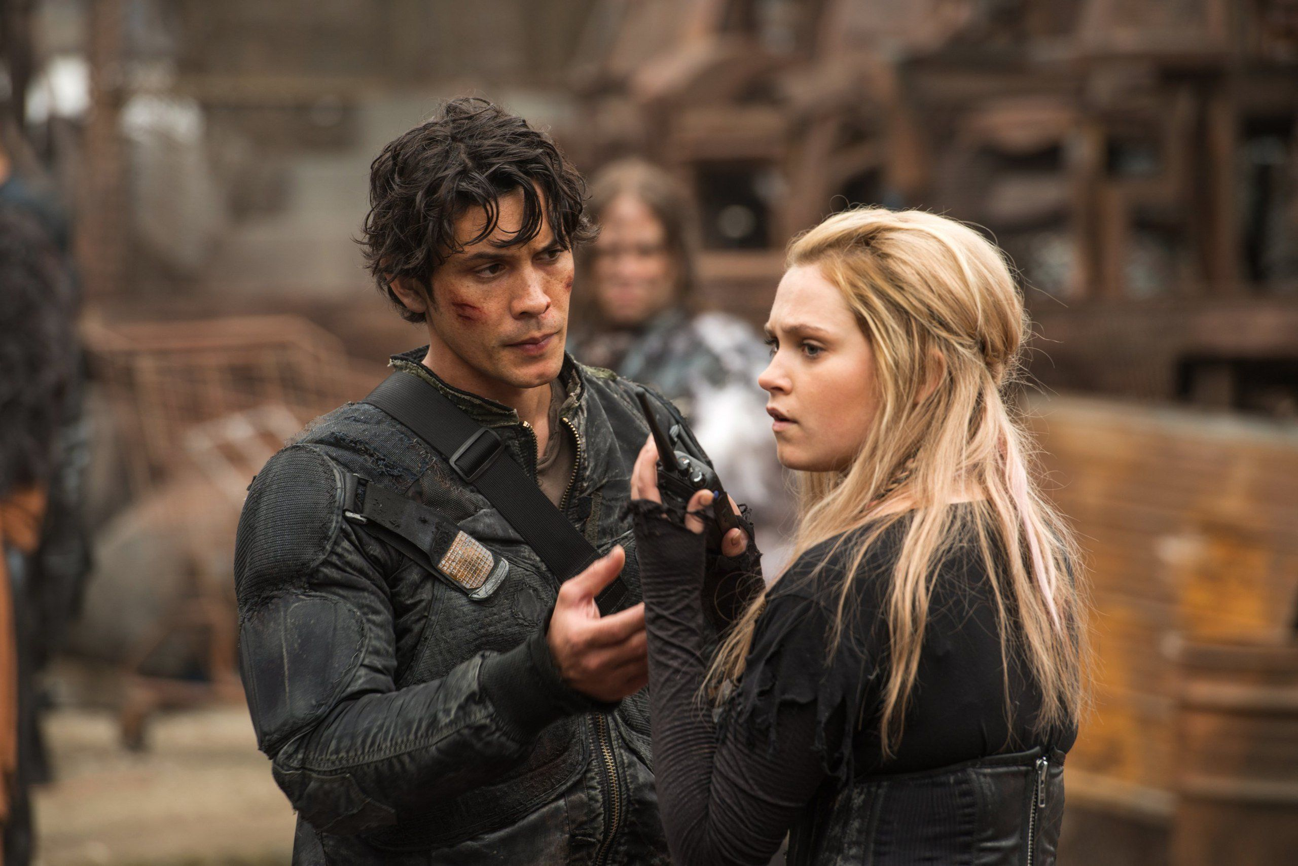 Bellamy Blake and Clarke Griffin in The 100 season 4
