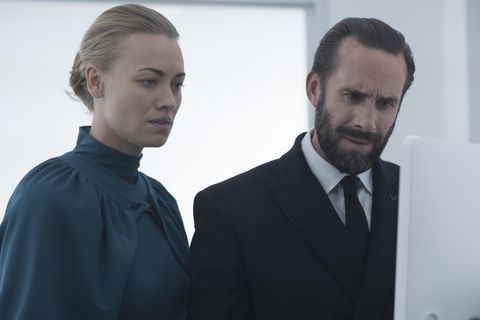 The Handmaid S Tale Star Yvonne Strahovski Is Expecting Her First Child With Husband Tim Loden Born yvonne jaqueline strzechowski on 30th july, 1982 in werrington downs, new south. tale star yvonne strahovski