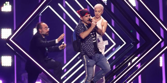 UK's Eurovision 2018 entry SuRie's performance interrupted by stage invader