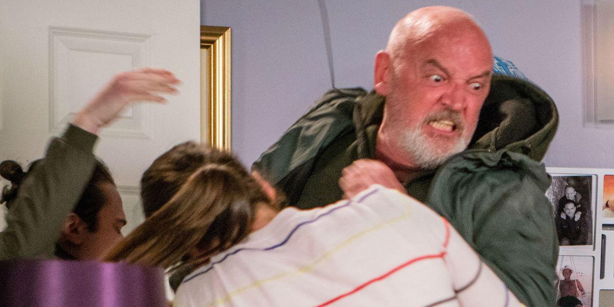 Corrie star teases bloody scenes as Phelan story ends