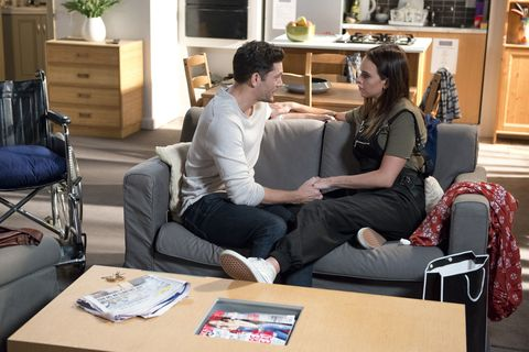 Finn Kelly proposes to Bea Nilsson in Neighbours