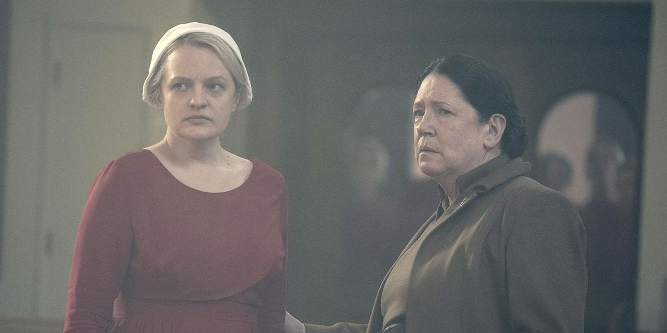 Handmaid's Tale, Season 2 finale, Offred (Elisabeth Moss) and Aunt Lydia (Ann Dowd)
