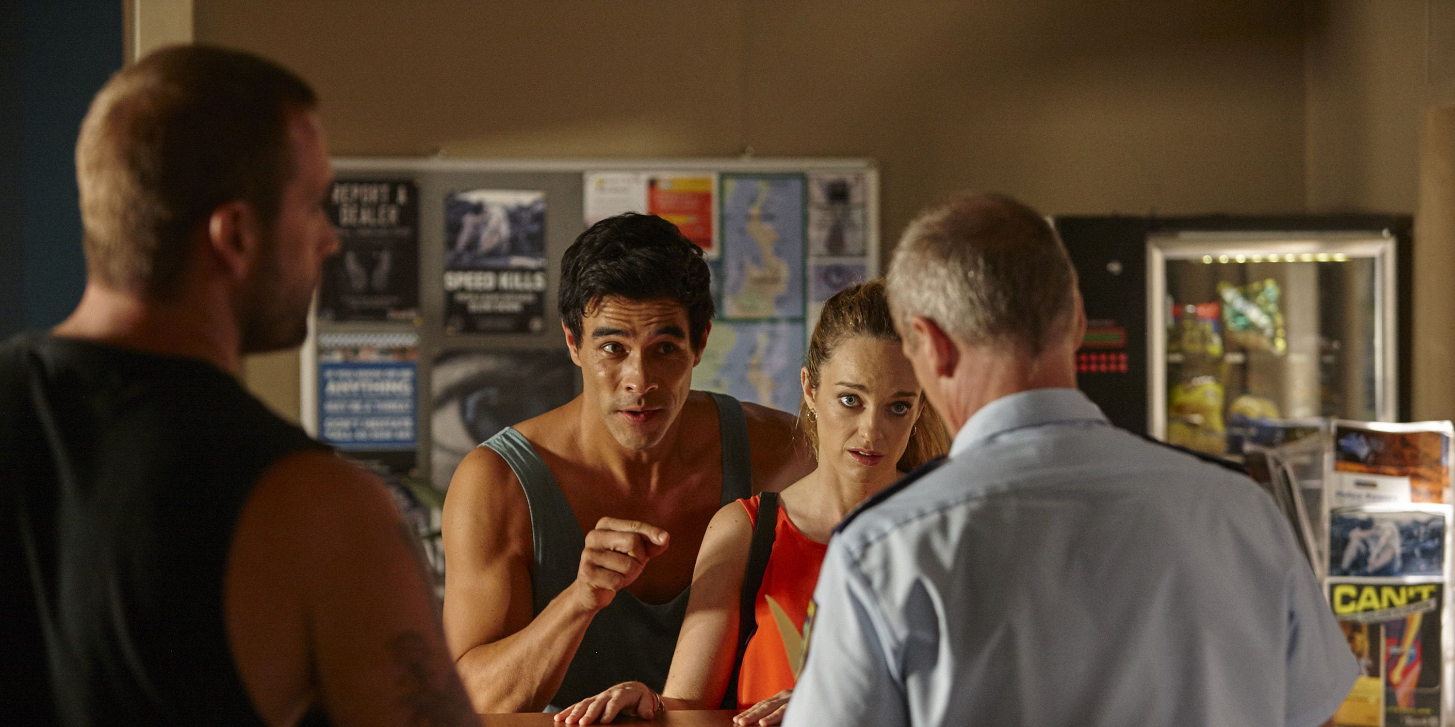 Justin and Tori Morgan show evidence to help Robbo in Home and Away