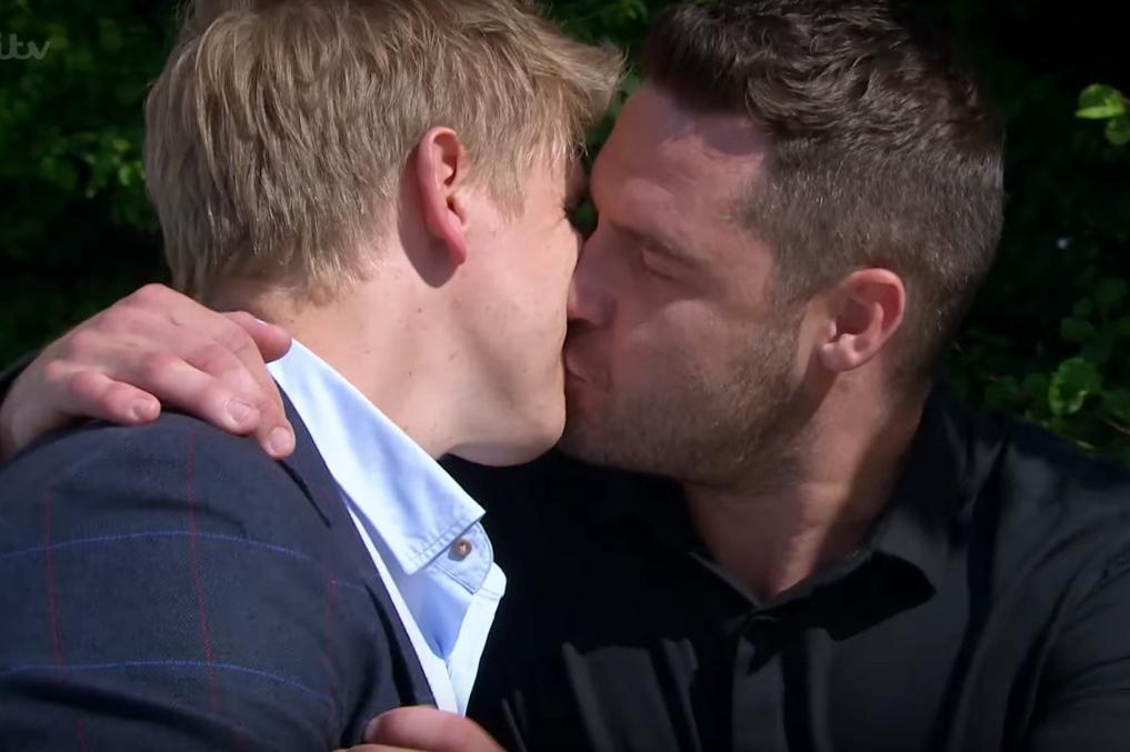 Robron proposal kiss