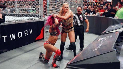 WWE Hell in a Cell: Sasha Banks vs Charlotte Flair