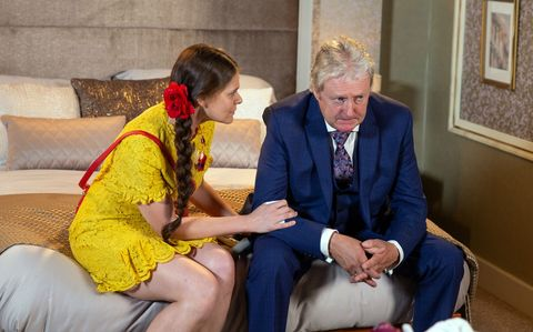Jim McDonald urges Hannah Gilmore to leave without him in Coronation Street