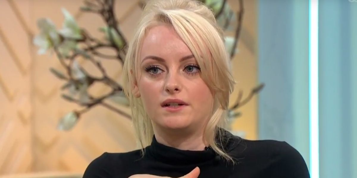 """Coronation Street's Katie McGlynn shows off """"geek"""" new look with glasses"""