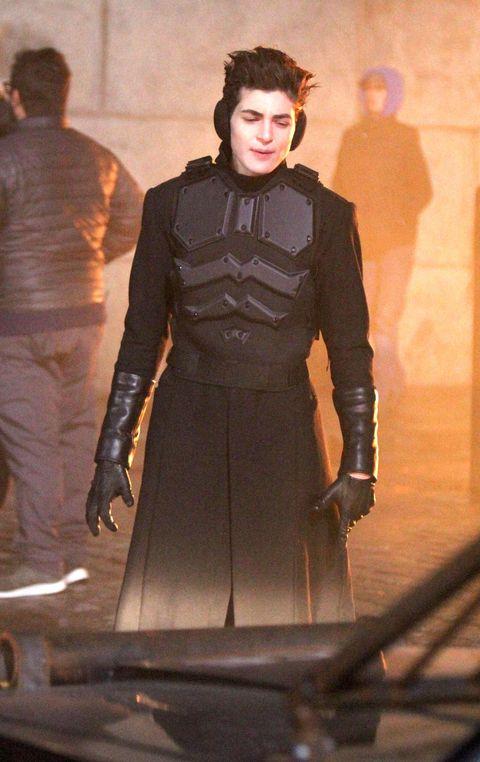 Gotham Season 5 Bruce Waynes New Costume Hints Hes Closer