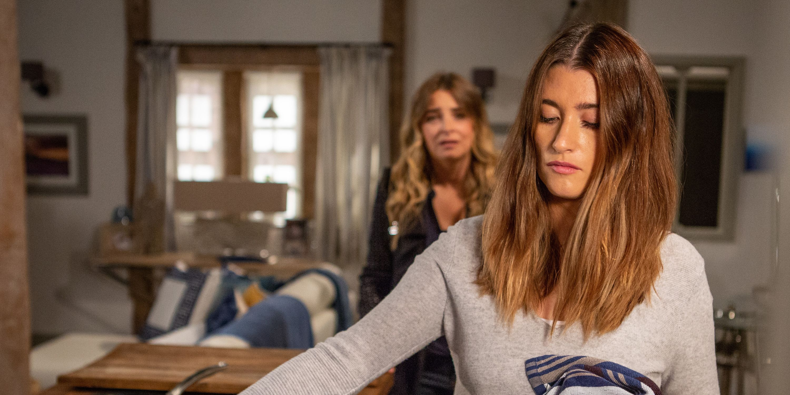 Debbie Dingle gets a text from Joe Tate's phone in Emmerdale
