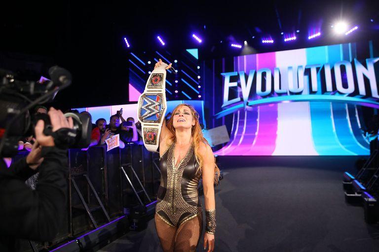 Becky Lynch (c) vs Charlotte for the SmackDown Women's Championship