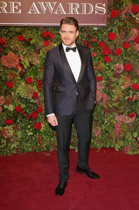 Suit, Formal wear, Carpet, Red carpet, Tuxedo, Clothing, Outerwear, Tie, Flooring, Blazer,