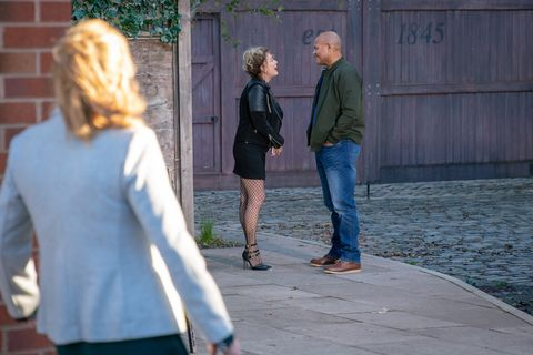 Liz McDonald sees Mike Thornberry again in Coronation Street