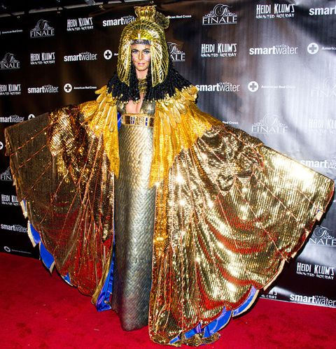 Costume design, Fashion, Beauty, Headpiece, Tradition, Crown, Stage, Costume, Fashion design, Makeover,