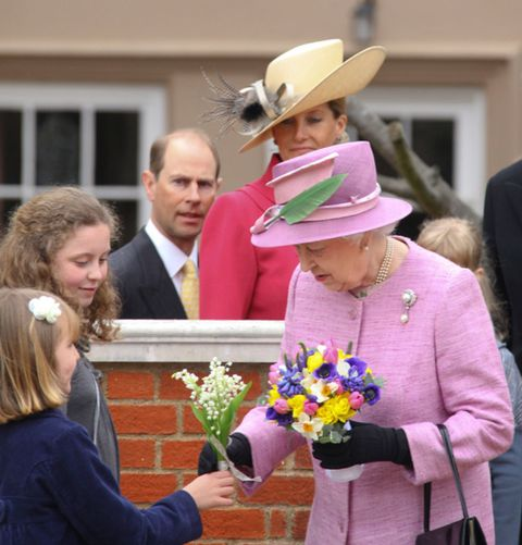 Hat, Bouquet, Sun hat, Interaction, Costume accessory, Headgear, Fashion accessory, Cowboy hat, Costume hat, Cut flowers,