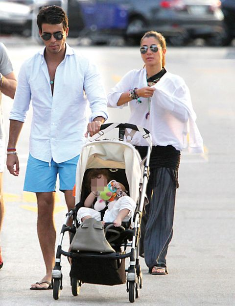Eyewear, Baby carriage, Vision care, Product, Sunglasses, Baby Products, Goggles, Street fashion, Luggage and bags, Toddler,