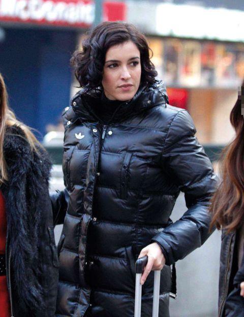 Jacket, Human body, Coat, Textile, Winter, Outerwear, Street fashion, Fashion, Leather, Fur,
