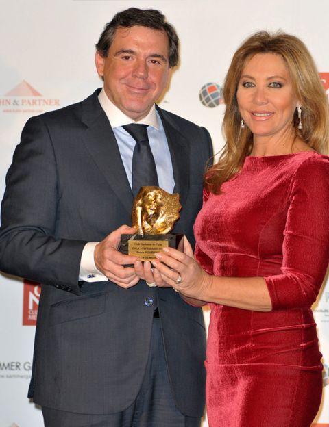 Coat, Award, Outerwear, Dress, Formal wear, Suit, Dress shirt, Blazer, Award ceremony, Trophy,