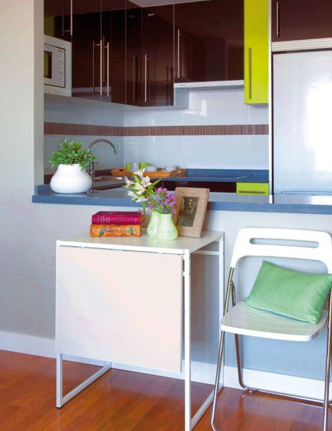 Wood, Flowerpot, Floor, Flooring, Interior design, Room, Wall, Wood flooring, Interior design, Laminate flooring,