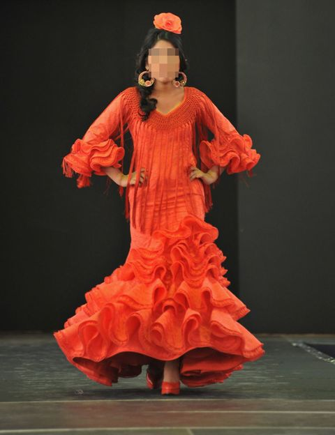 Entertainment, Performing arts, Red, Costume design, Orange, Performance, Fashion, Flamenco, Dancer, Headpiece,