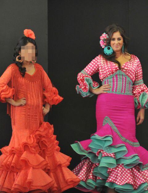 Entertainment, Performing arts, Costume design, Performance, Fashion, Costume accessory, Dancer, Costume, Performance art, Artist,