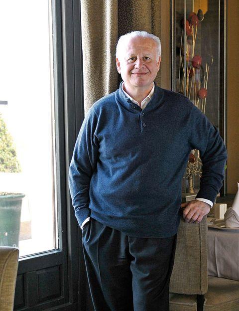 Sleeve, Standing, Picture frame, Wrinkle, Pocket, Sweater, Belt, Jug,