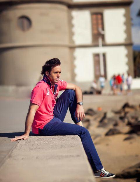 Trousers, Jeans, Denim, Street fashion, Knee, Sneakers, Outdoor shoe, Walking shoe,