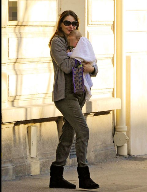 Clothing, Leg, Trousers, Human body, Shoulder, Shoe, Joint, Outerwear, Standing, Sunglasses,